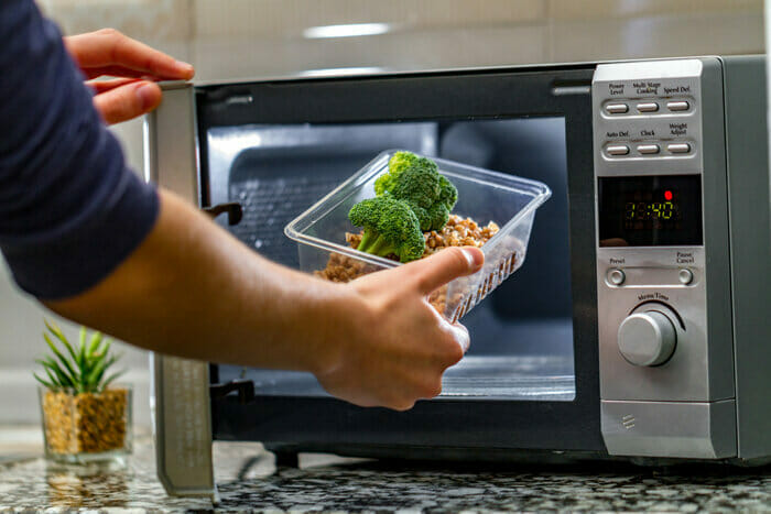 How Do You Know If A Plastic Container Is Microwavable?