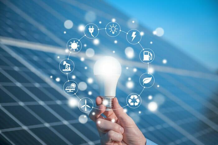 What Can a 300 Watt Solar Panel Run?